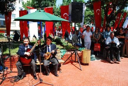 Açılışta Selim-Kerim Altınok Müzik yapıyor