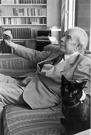 Jorge Luis Borges Kitapları ve kedisiyle