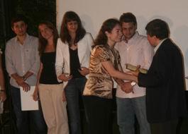 Konferans sonrası Selim Altınok diploma verirken