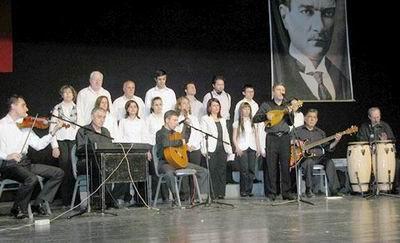 Orkestra Yunus Emre Kültür Merkezi'nde