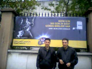 Kerim-Selim Altınok,Emniyet Merkezi duvarında,Fotograflarıyla hazırlanmış afişin önünde
