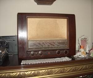 Kahverengi ahşap nostaljik  radyo