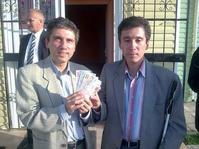 Kerim Altınok-Selim Altınok yeni banknotlarla