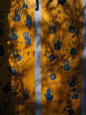 Gözder Yıkım Şenliği'nde duvarda ki el izleri