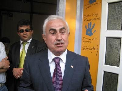 Bakırköy Kaymakamı Dursun Ali Şahin kendi el izinin önünde