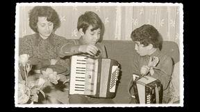 Kerim ve Selim Çocukken küçük akordiyonları ile